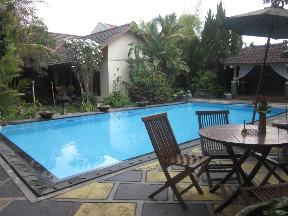 Rumah Mertua Pool