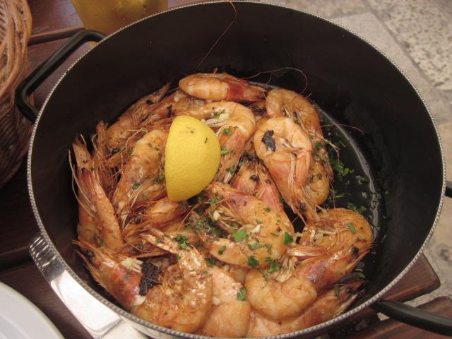 Crockpot of grilled shrimp @ Lokanda Peskarija