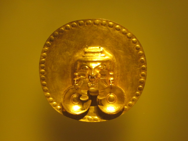One of the many gold artifacts in the Museo de Oro