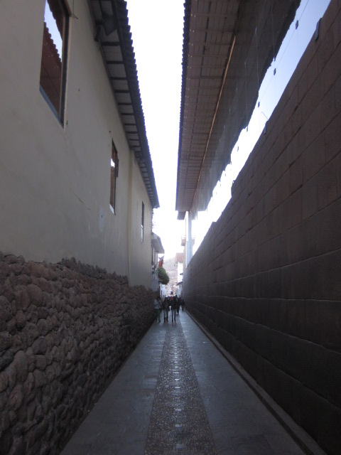 Narrow alleyway behind the Qoricancha