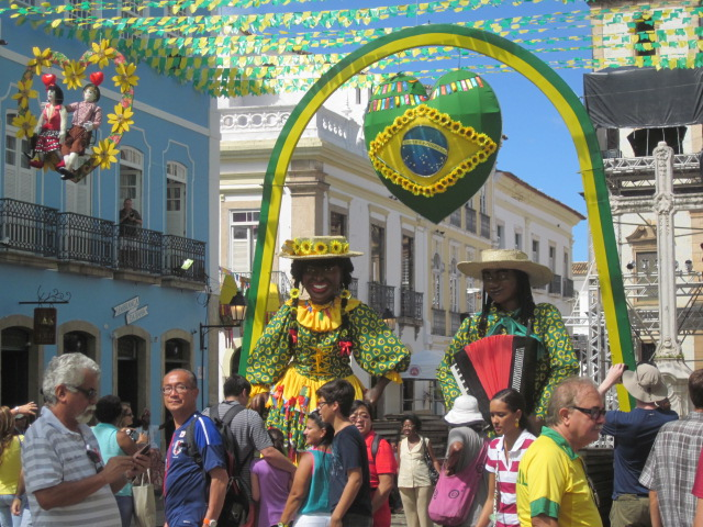 Bonecos gigantes (giant puppetheads) also in full effect, welcoming us to the lovely neighborhood of Pelourinho